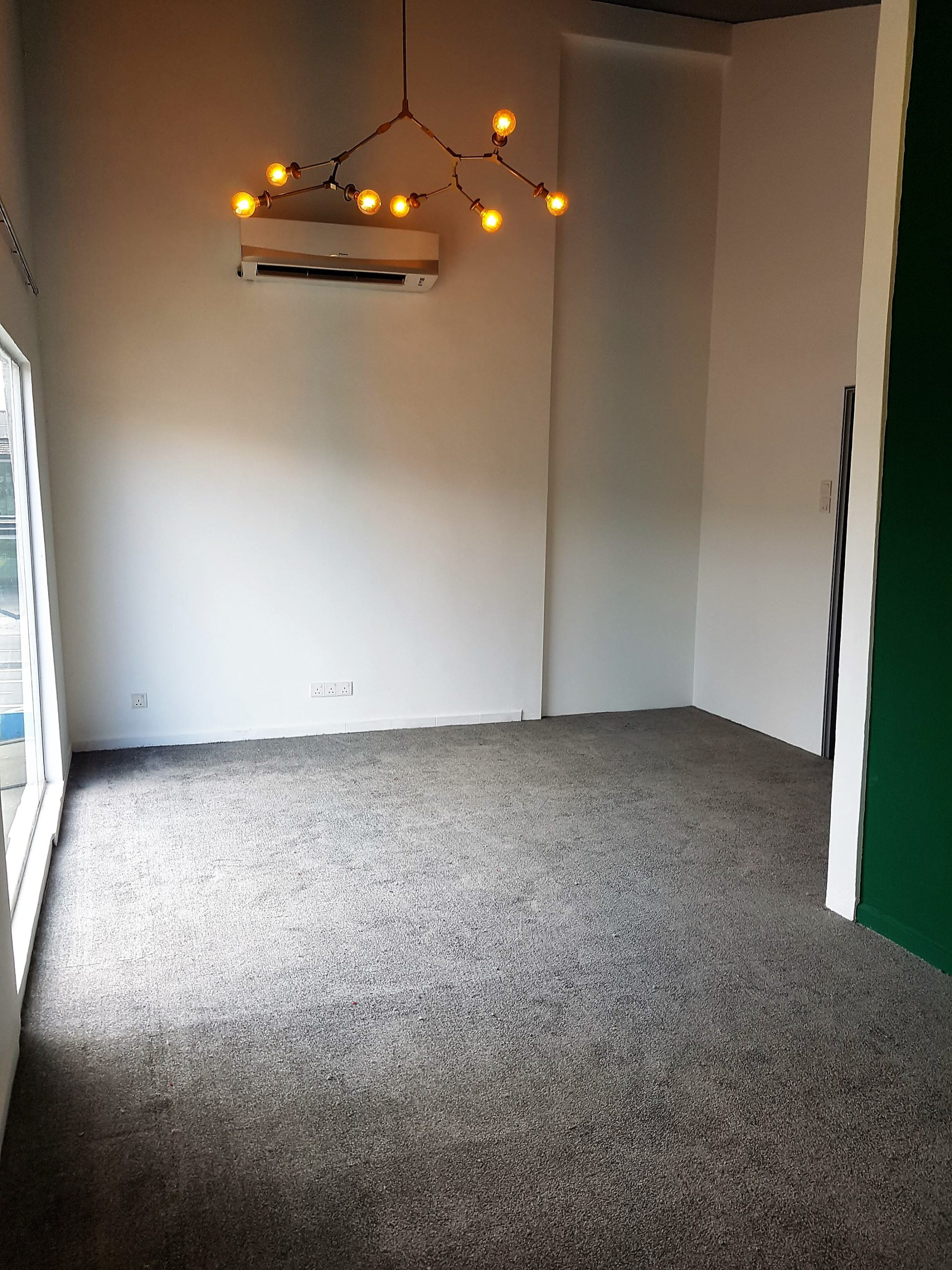 Commercial Outlet – Plain Roll Carpet